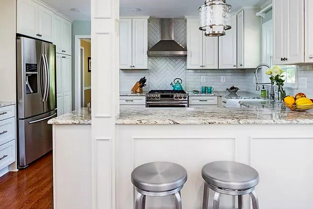A charming all white kitchen