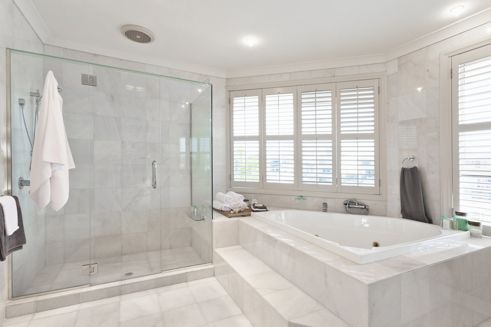 Bathroom with neutral colored tiles - 2021 Bathroom Tile Trends